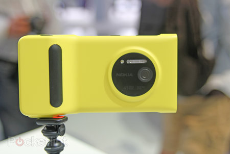 Nokia Lumia 1020 accessories: hands-on with charging shell, grip and mount - photo 6