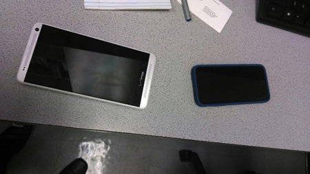 HTC One Max: New shots leaked, Verizon-branded - photo 1
