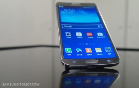Samsung officially announces Galaxy Round, featuring curved OLED display - photo 1