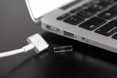 Simple tool makes the MacBook's MagSafe a little less finicky