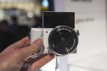 Hands-on: Sony Alpha A5000 is small yet mighty - photo 2