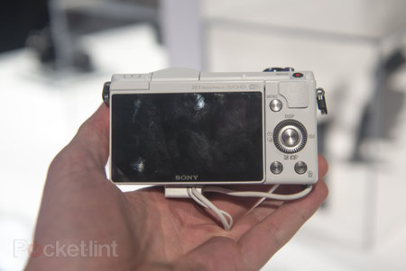 Hands-on: Sony Alpha A5000 is small yet mighty - photo 5