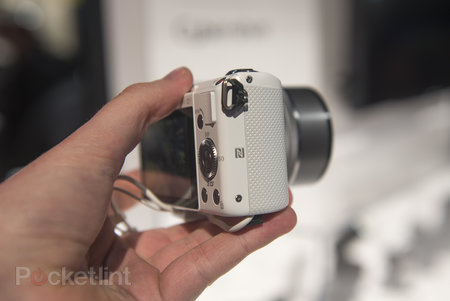 Hands-on: Sony Alpha A5000 is small yet mighty - photo 6