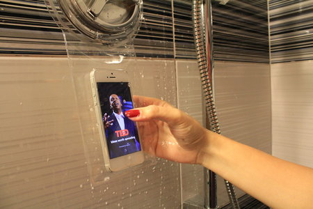 Hoyo lets you take your smartphone in the shower