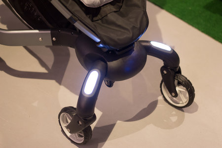 4moms Origami baby buggy comes with headlights, trip counter and more (video) - photo 5
