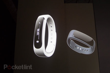Huawei TalkBand B1 smartband will monitor fitness, let you take calls
