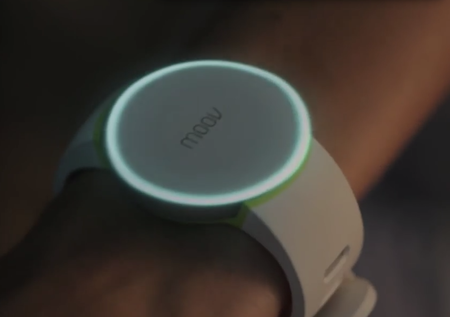 Moov is a personal training wearable device that gives you voice-guided workout advice in real-time