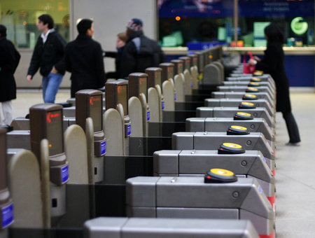 London tubes next to accept contactless and smartphone payments instead of Oyster