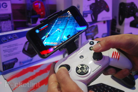 Mad Catz CTRLi gamepad for iPhone and STRIKE M wireless keyboard pictures and hands-on