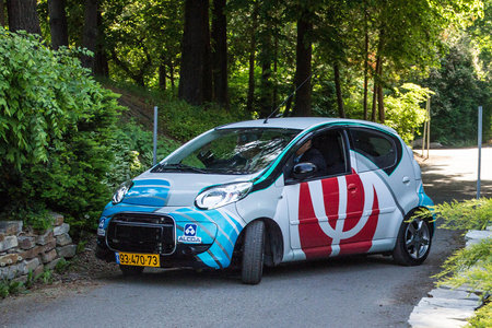 Electric car, with light aluminium-air battery, travels 1,100 miles on a single charge, take note Tesla