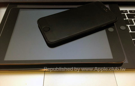 Does this picture show the iPad mini 3 with a Touch ID fingerprint sensor?