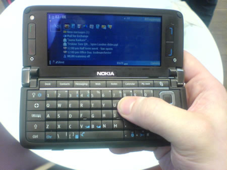 Nokia e90 Communicator mobile phone - FIRST LOOK