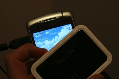 Philips SCE4430 Power2Go rechargeable power pack review - photo 6