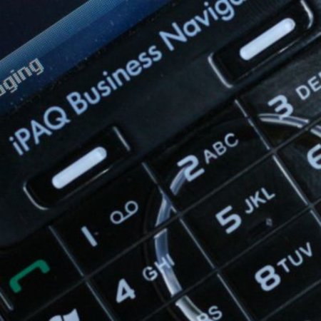HP iPAQ 614c Business Navigator mobile phone review