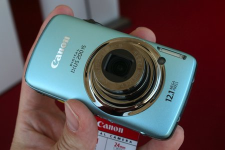Canon IXUS 200 IS digital camera   review