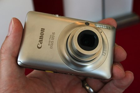 Canon IXUS 120 IS digital camera