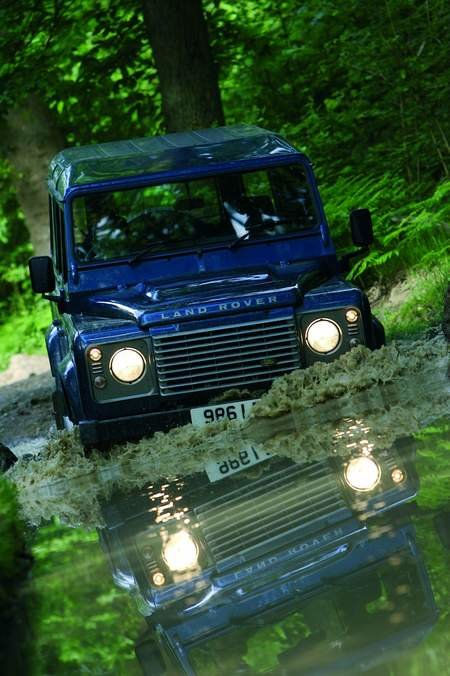 Land Rover Defender gets to get makeover for 2007 - photo 1