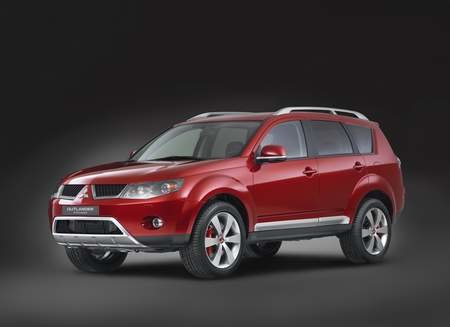 Mitsubishi shows of  all-new Outlander SUV and revised Shogun in Paris
