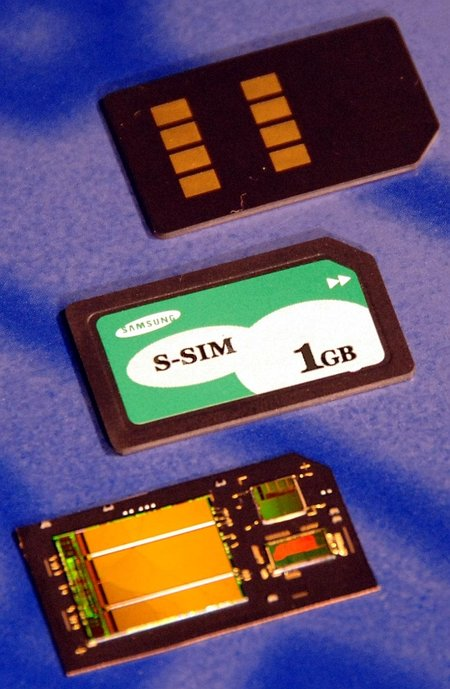 Samsung showcases 1GB SIM card