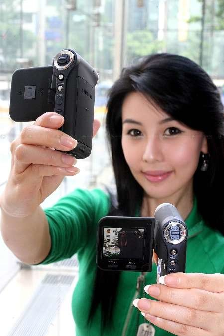 Samsung introduces small, fast sports camcorder