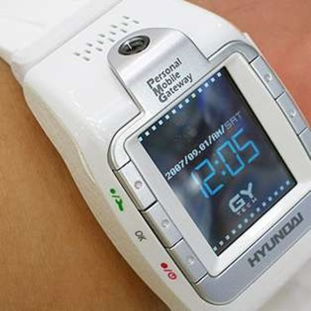 Hyundai launches W-100 mobile phone watch