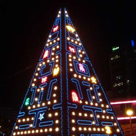 Pac-man Christmas tree lights up Madrid