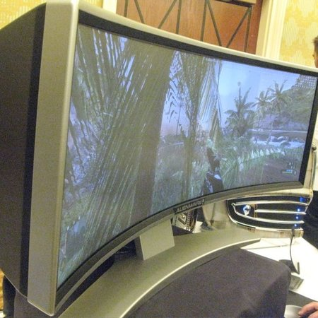 "CES 2008: Alienware unveils ""curvy"" widescreen monitor concept"