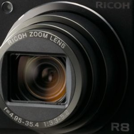 Ricoh launches R8 digi compact