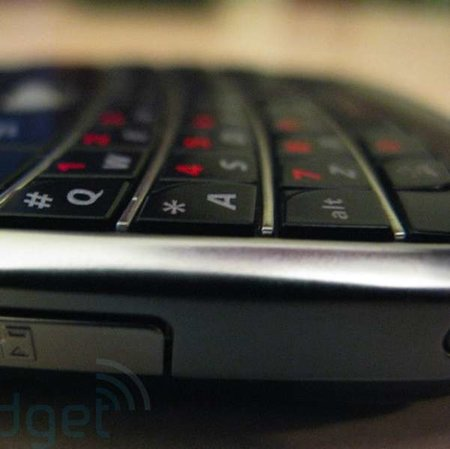 Much hyped BlackBerry 9000 leaked