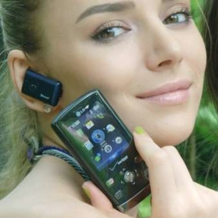 LG VX8610 boasts built-in Bluetooth headset