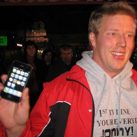 World-first-Jonny gets his iPhone 3G