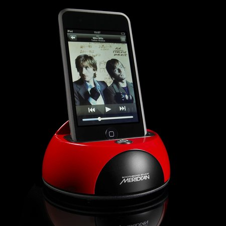 Meridian i80 iPod dock for F80 system launches