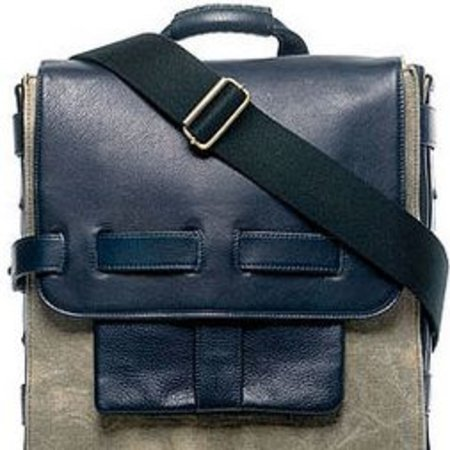 Noon Logan launches solar laptop bag
