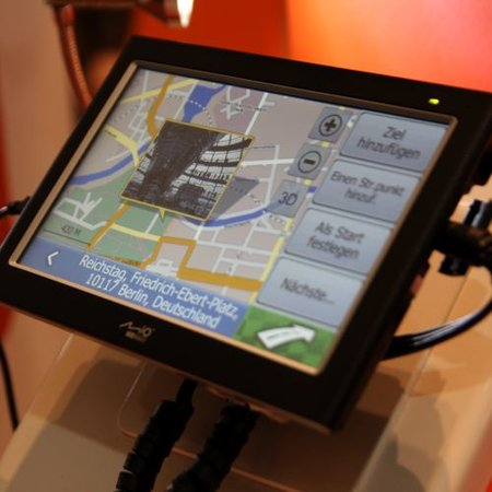 Mio C728 turns GPS into 7-inch TV when you're not lost