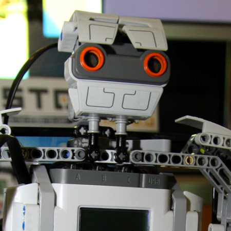 LEGO Mindstorms NXT 2.0 launches