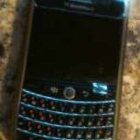 BlackBerry 9630 leaked in real life photos