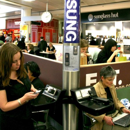 Heathrow offers free gadget charging