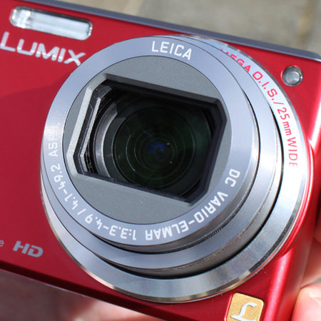 "Panasonic Lumix TZ7 ""striking red"""