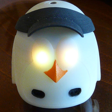 VIDEO: MyDeskFriend - Creepy web-controlled robo-penguin