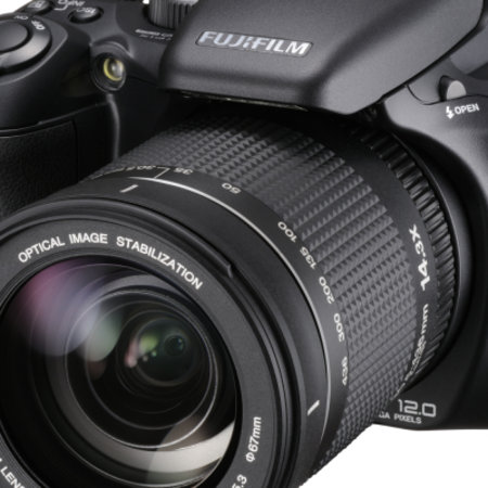 Fujifilm launches FinePix S200EXR
