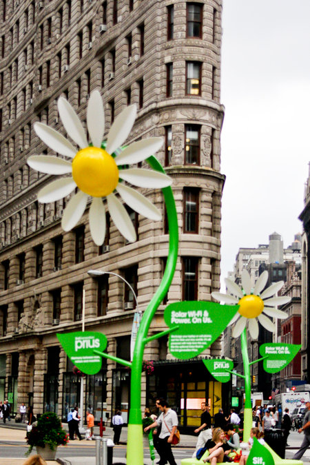 Solar powered flowers offer workers Wi-Fi and power - photo 4