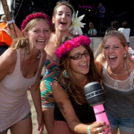 VIDEO: Streaming Lucky Voice karaoke entertains Big Chill