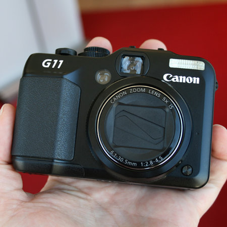 Canon G11 takes on Micro Four Thirds cameras