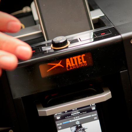 Altec Lansing Mix speaker gives you three player input