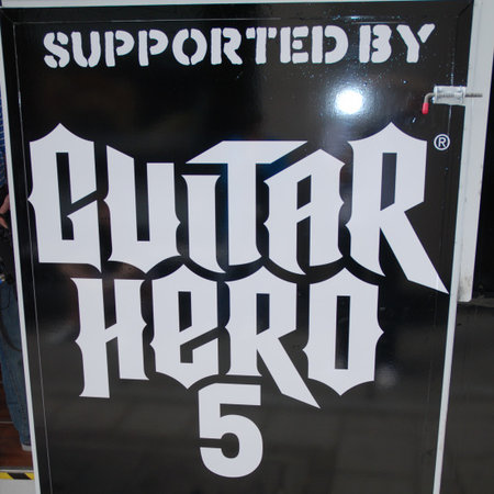 Guitar Hero 5 launches with marathon record attempt
