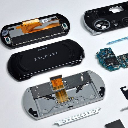 VIDEO: iFixit's PSP Go tear-down