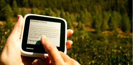 WikiReader gadget puts Wikipedia in your hand for $99 - photo 1