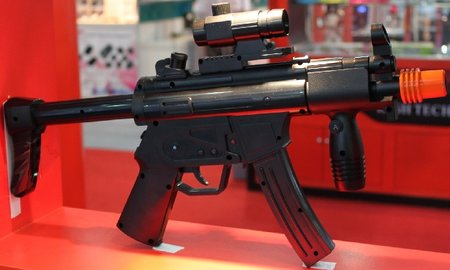Wii gets custom-made Heckler and Koch MP5 controller
