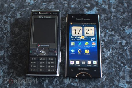 Sony Ericsson Xperia Ray with older K800i