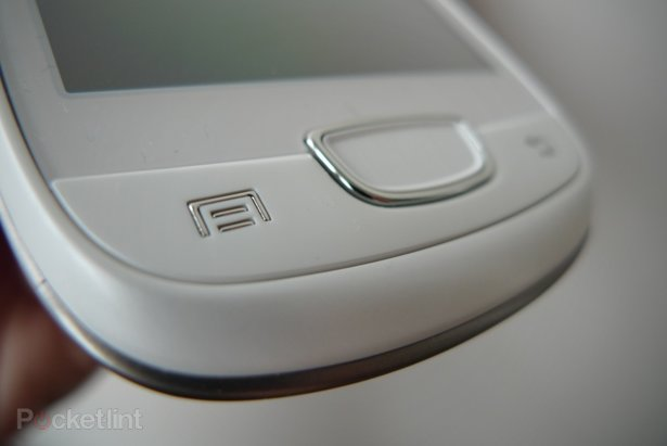 http://cdn.pocket-lint.com/images/4mWh/samsung-galaxy-mini-gt-s5570-phone-review-android-2.jpg?20110712-095020